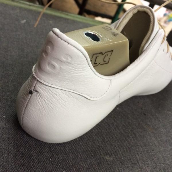 靴の踵の穴
