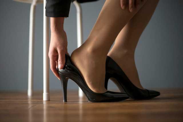 「どの靴を履いても足が痛くなる」その原因、きちんと見極めること