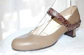 足の痛みが出にくい設計の歩きやすいパンプス