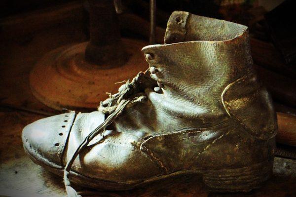 古ぼけた靴