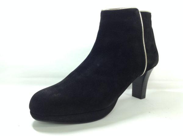 黒スエードブーツ