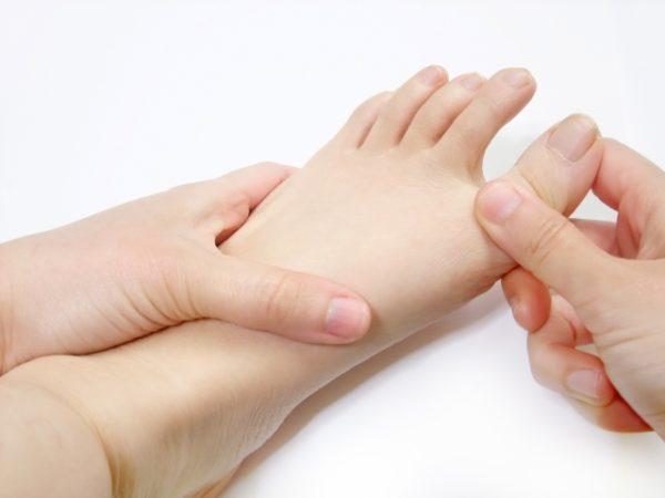 足指伸ばし